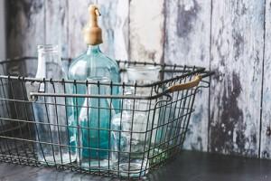 berna_kaboompics.com_Vintage_empty_bottles_in_metal_basket